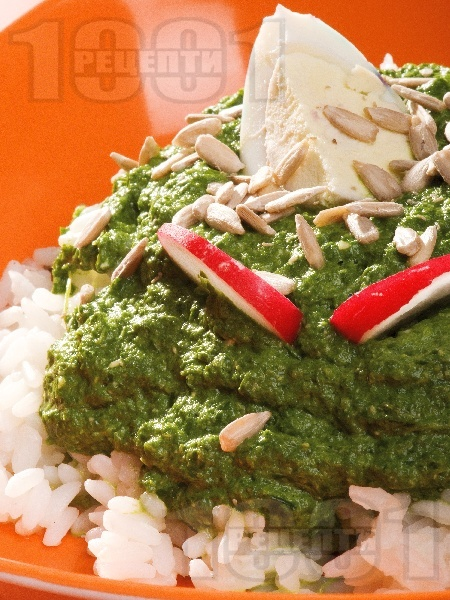 Предястие пюре от спанак, ориз и варено яйце - снимка на рецептата